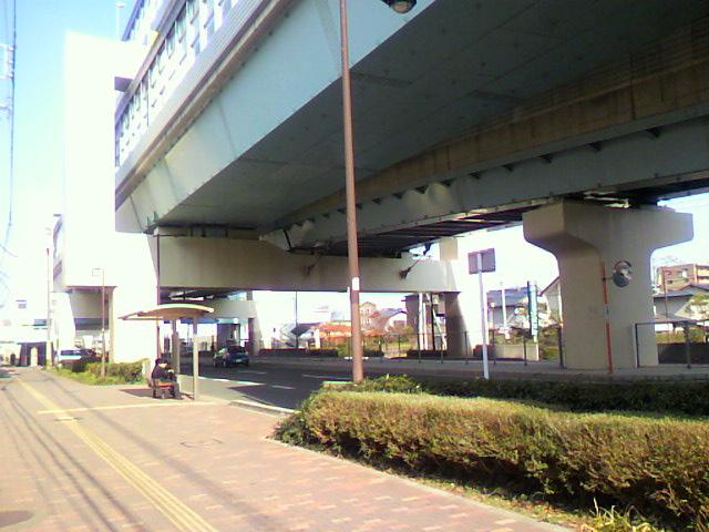 白十字病院前